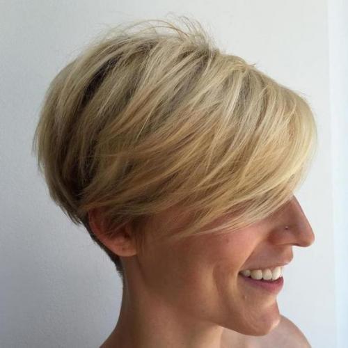 Как выбрать стрижку женщине з.  Прически на короткие и средние волосы, которые молодят женщин после 40-45 лет