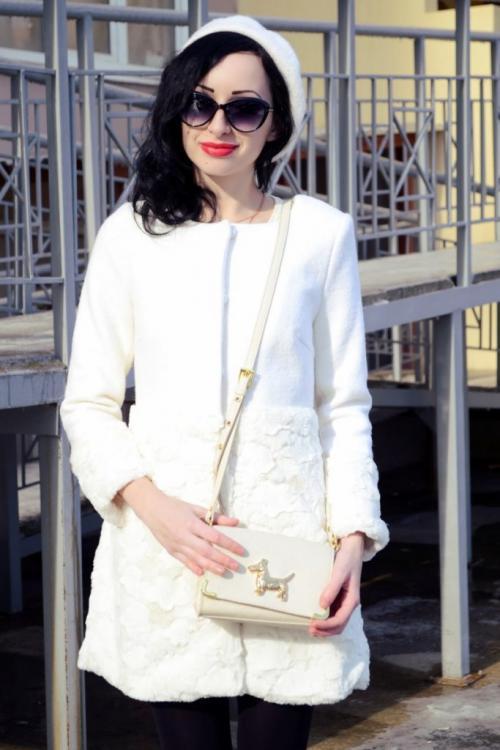Белое пальто с чем носить. Правила выбора