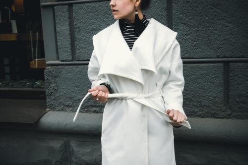 Белое пальто модные женские образы. С чем носить белое пальто: модные сочетания