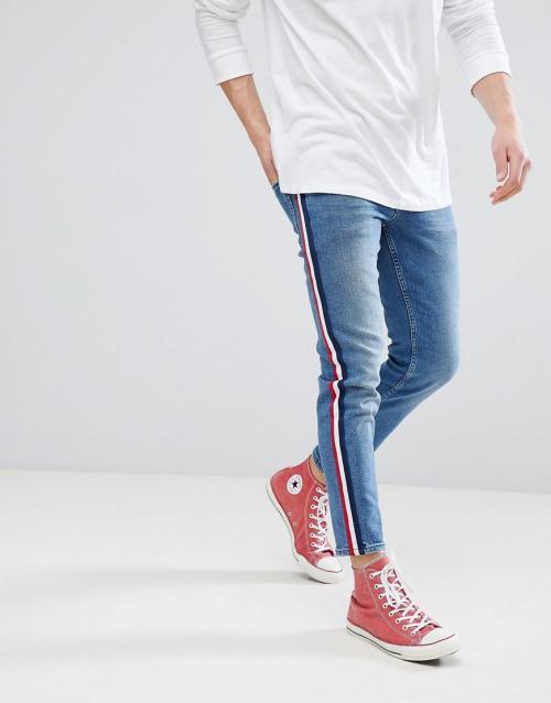 Женские джинсы с лампасами. Существующие модели и цвета