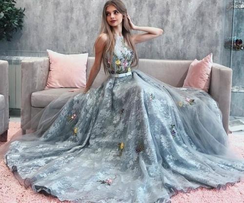 Платье на выпускной белое. Выбираем самые шикарные платья на выпускной 2020-2021: модные фасоны, идеи платья на выпускной, фото варианты
