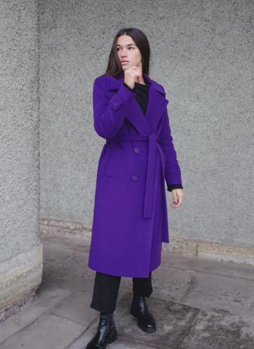 С чем носить сиреневое пальто. С чем носить фиолетовое пальто