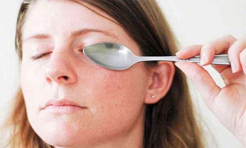 Как быстро убрать черные круги под глазами в домашних условиях. Как убрать круги под глазами