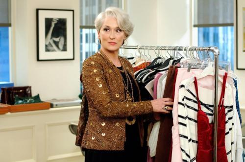 Базовый гардероб для женщины 50 лет низкого роста. Базовый гардероб для женщины 50 лет: элегантные фасоны летней и зимней одежды