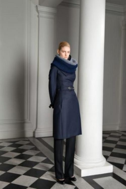 Как носить черное пальто с шарфами платками. Как носить пальто с шарфом