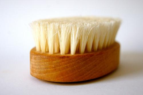 Антицеллюлитный массаж щеткой в домашних условиях. В чем польза: массажная сухая щетка от целлюлита
