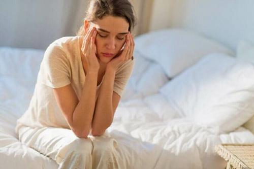 Ночью просыпаюсь от сильного сердцебиения, что это. Причины сильного сердцебиения после сна